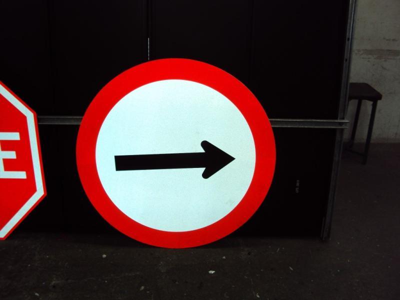 Empresa de placas de sinalização de trânsito